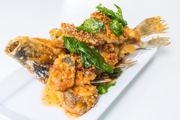 Gebratener fisch mit pikanter sauce Kostenlose Fotos