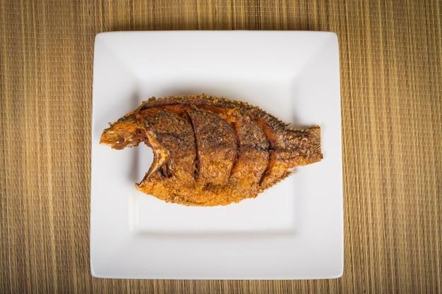 Gebratener fisch Premium Fotos