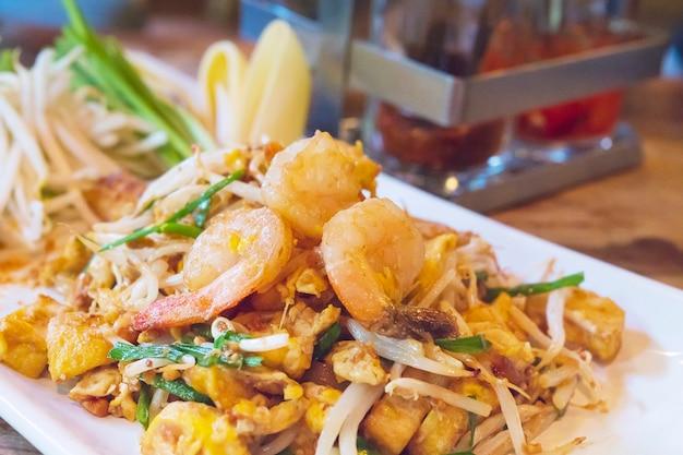Gebratener nudelnahrungsname der thailändischen lieblingsnahrung thailändisch Kostenlose Fotos