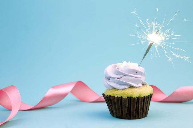 Geburtstag cupcake mit funkelt Premium Fotos