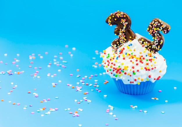 Geburtstag cupcake mit kerzen Kostenlose Fotos