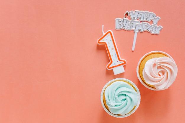 Geburtstag cupcake mit topper Kostenlose Fotos