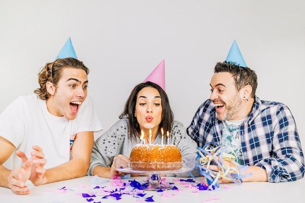 Geburtstagsfeierkonzept mit freunden Kostenlose Fotos
