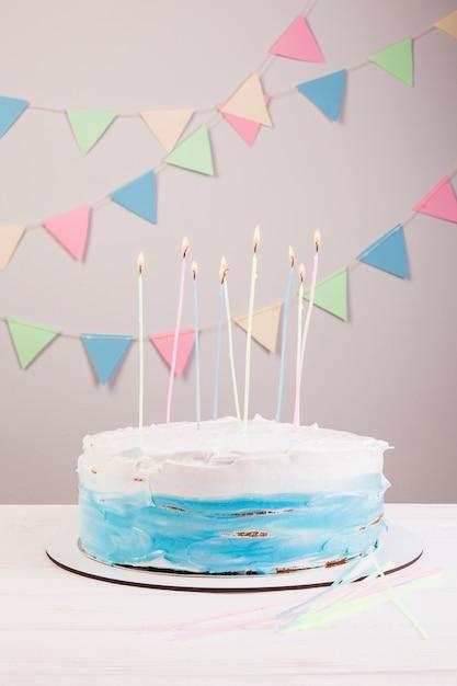 Geburtstagskuchenstillleben Kostenlose Fotos
