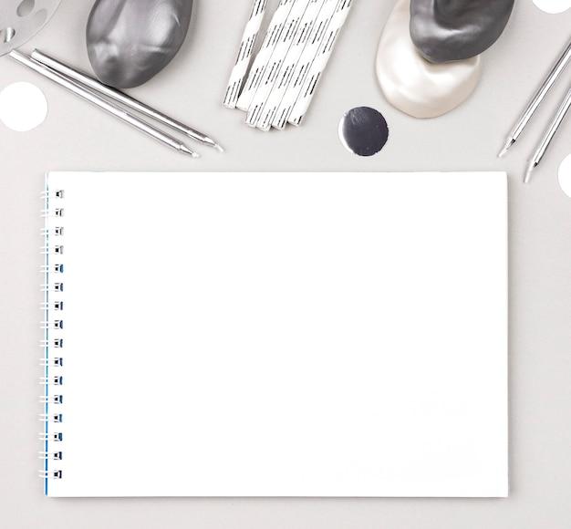Geburtstagsschmuck mit weißem hintergrund Kostenlose Fotos