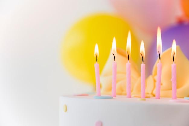 Geburtstagstorte mit kerzen Kostenlose Fotos