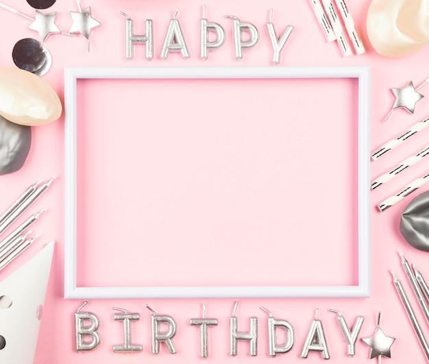 Geburtstagsverzierungen auf rosa hintergrund Kostenlose Fotos