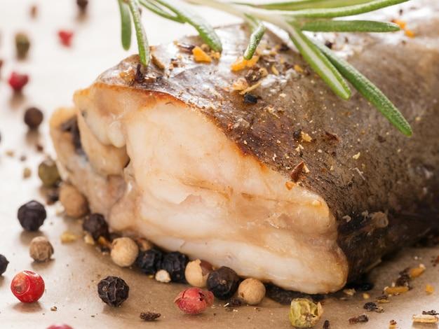 Gedämpfter fisch hautnah Premium Fotos
