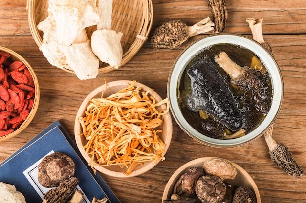 Gedämpftes huhn, chinesische küche Premium Fotos