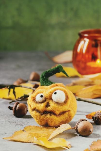 Gefilzter kürbis halloween-nadel Premium Fotos