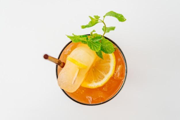 Gefrorene cocktails mit strand und meer Kostenlose Fotos