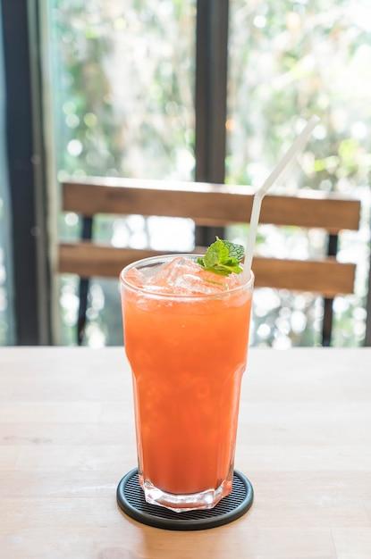 Gefrorene erdbeer- und orangensaft Premium Fotos