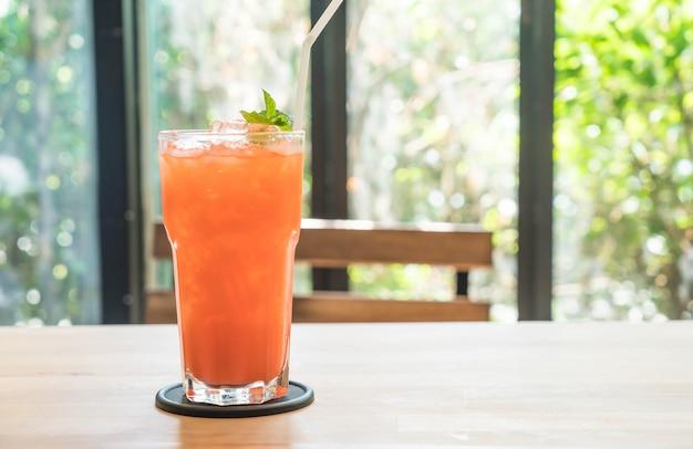 Gefrorene erdbeere und orangensaft Premium Fotos