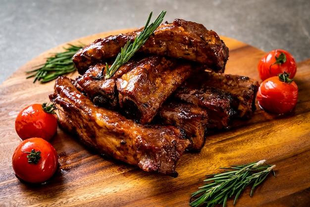 Gegrillte barbecue ribs schweinefleisch Premium Fotos
