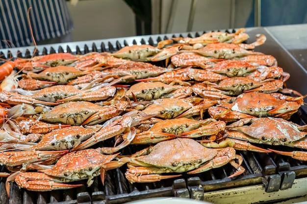 Gegrillte blaue krabbe Premium Fotos