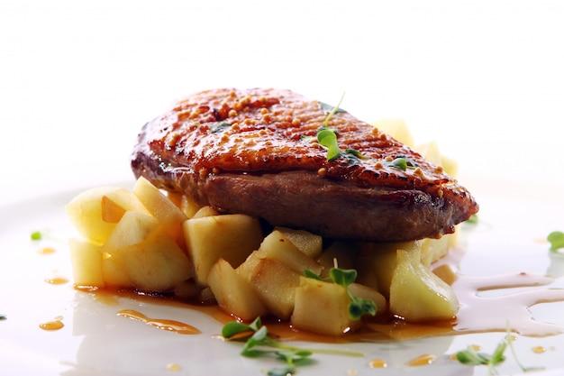 Gegrilltes fleisch im gourmet-stil Kostenlose Fotos