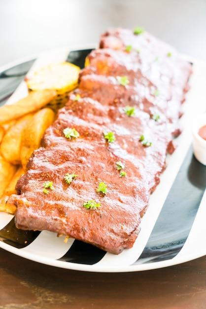 Gegrilltes grillschweinefleisch mit süßer soße Kostenlose Fotos