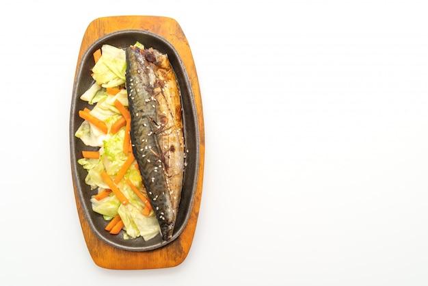 Gegrilltes saba-fischsteak mit teriyaki-sauce Premium Fotos