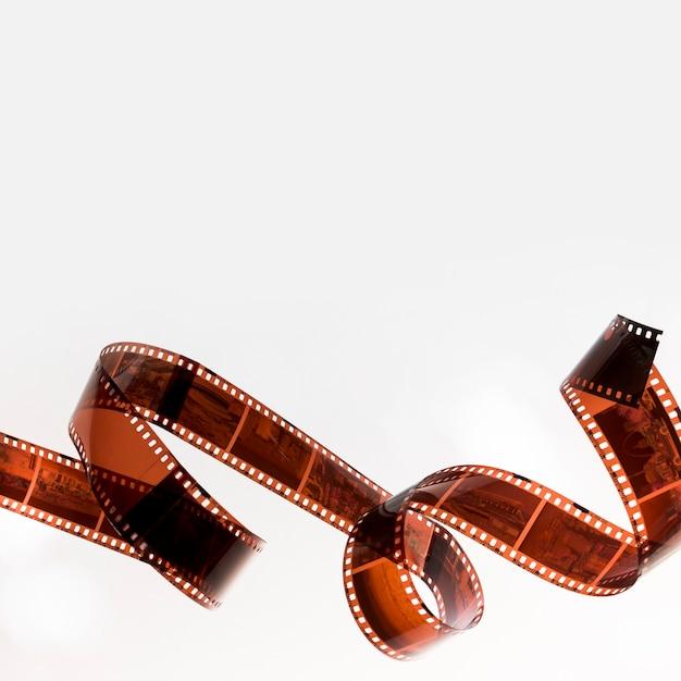 Gekräuselter filmstreifen lokalisiert auf weißem hintergrund Kostenlose Fotos