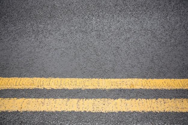 Gelbe straße auf fahrbahnmarkierung Kostenlose Fotos