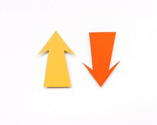 Gelbe und orange pfeilzeichen Kostenlose Fotos