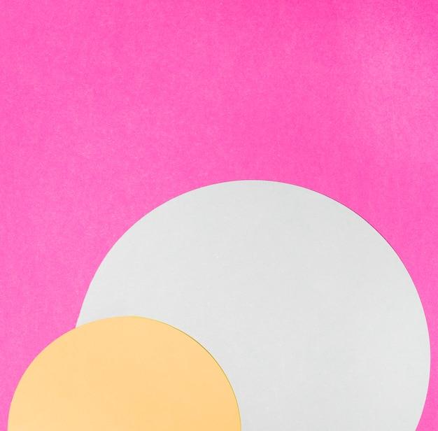 Gelber und weißer halbkreisrahmen auf rosa hintergrund Kostenlose Fotos