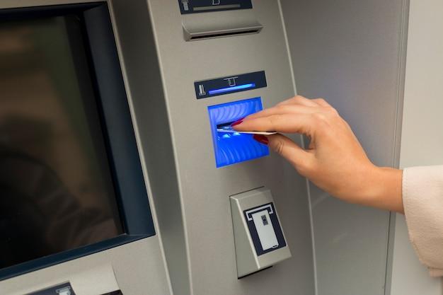 Geldautomat Premium Fotos
