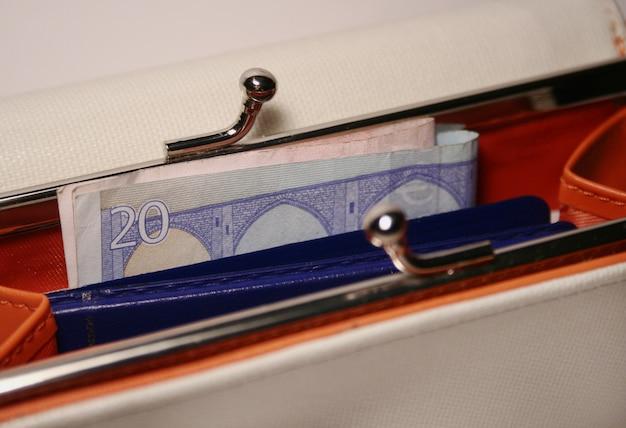 Geldbörse mit geld Premium Fotos