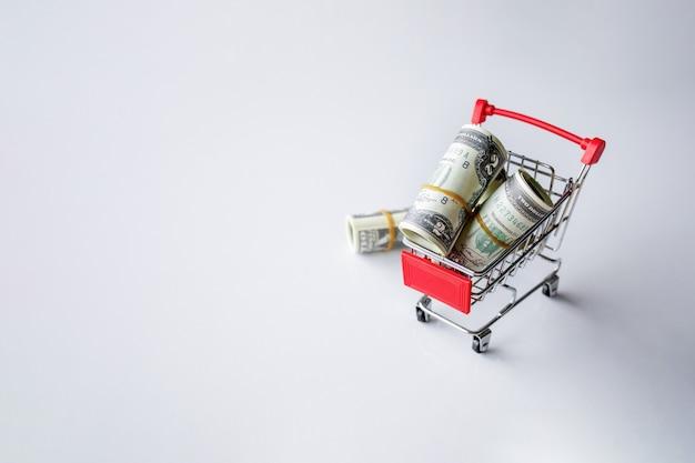 Geldkonzept. dollarschein auf weißem tisch Premium Fotos
