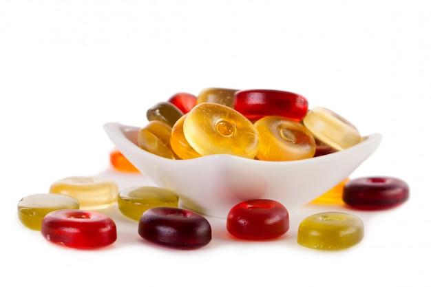 Geleesüßigkeiten auf einem weiß Kostenlose Fotos