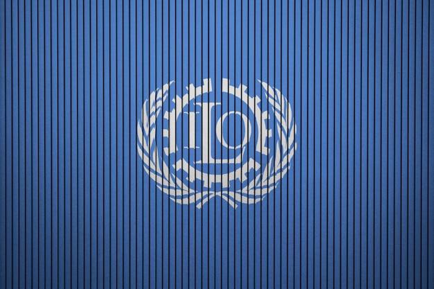 Gemalte flagge der internationalen arbeitsorganisation auf einer betonmauer Premium Fotos