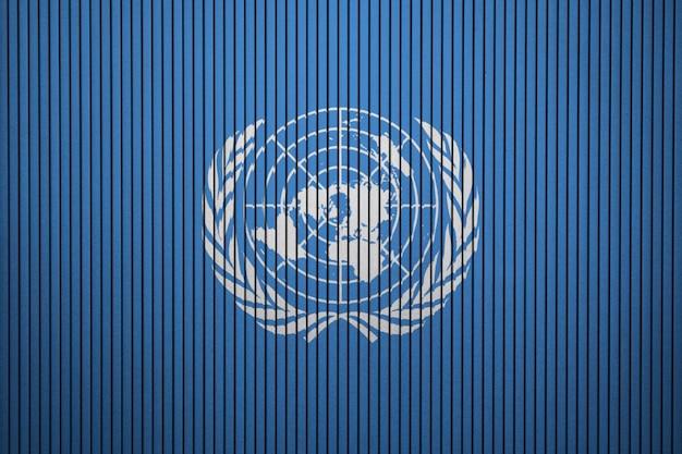 Gemalte flagge der vereinten nationen auf einer betonmauer Premium Fotos