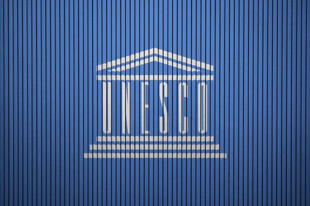 Gemalte flagge von unesco auf einer betonmauer Premium Fotos
