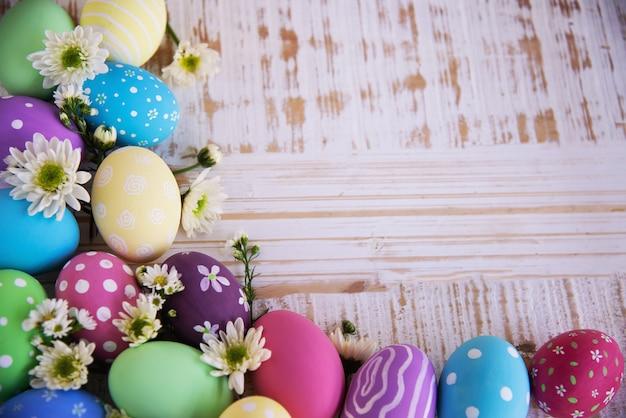 Gemalter bunter ostereihintergrund - ostern-feiertagsfeier-hintergrundkonzept Kostenlose Fotos