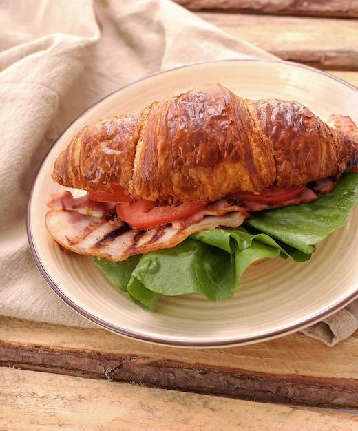 Gemüse-croissant-sandwich Kostenlose Fotos