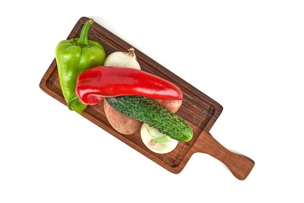 Gemüsesorten auf einer holzplatte. Kostenlose Fotos