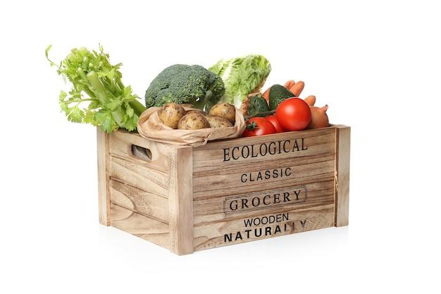 Gemüsesortiment auf einer holzkiste Kostenlose Fotos