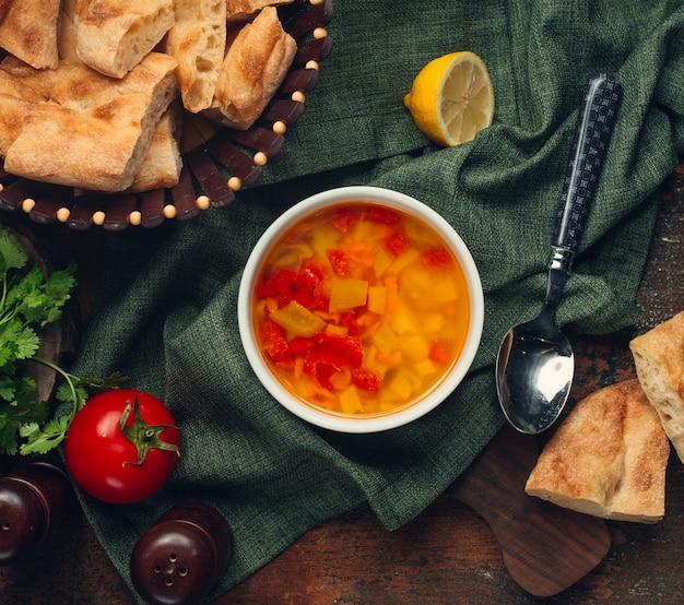 Gemüsesuppe mit tomate und zitrone Kostenlose Fotos