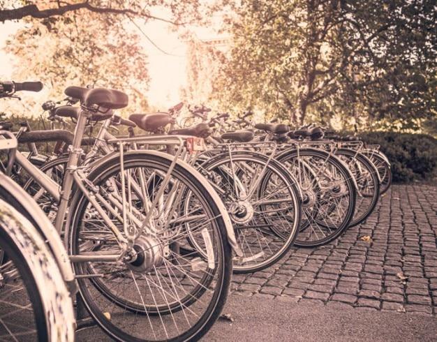 Geparkte fahrräder Kostenlose Fotos