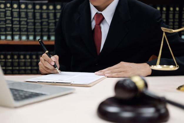 Gerechtigkeit und gesetzeskonzept. Premium Fotos