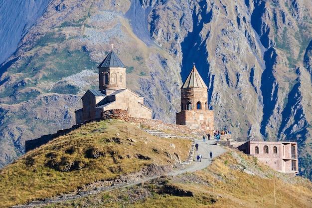 Gergeti dreifaltigkeitskirche Premium Fotos