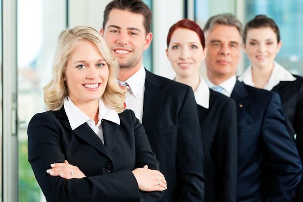 Geschäft - team von fachleuten im büro Premium Fotos