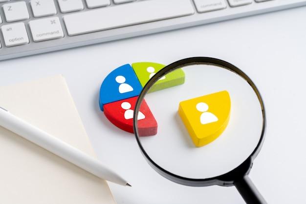 Geschäfts- und hr-symbol auf puzzle Premium Fotos