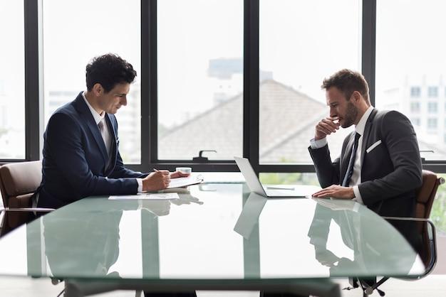 Geschäfts-unternehmenskollegen-mitarbeiter job concept Premium Fotos