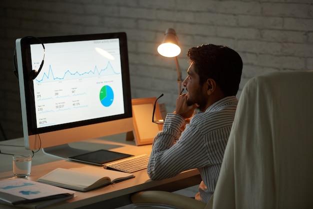 Geschäftsdiagramm analysieren Kostenlose Fotos