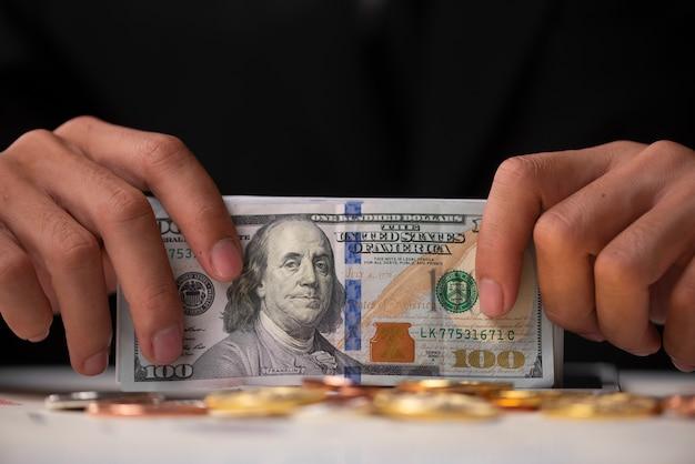 Geschäftserfolg und geldkonzept mit bitcoins Premium Fotos