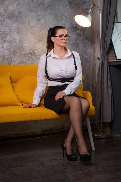 Geschäftsfrau in einer weißen bluse Premium Fotos