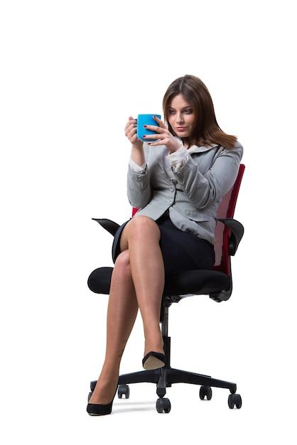Geschäftsfrausitzen lokalisiert auf weiß Premium Fotos