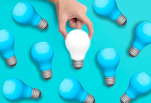 Geschäftshand, die glühlampe, konzept von neuen ideen mit innovation und kreativität hält. Premium Fotos