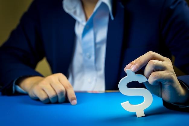 Geschäftsleute investieren für die zukunft und gewinne. Premium Fotos